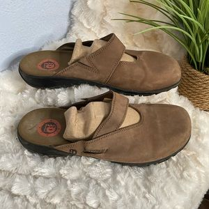 Dunham Women's Slip on shoes size 10 D